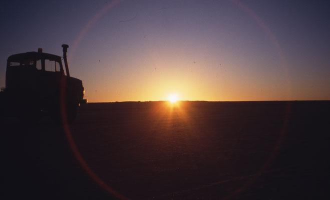 Lever de soleil au milieu du Sahara