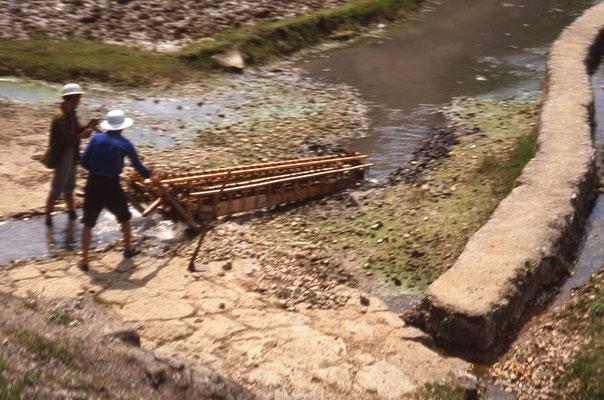 Une machine à remonter l'eau du fleuve