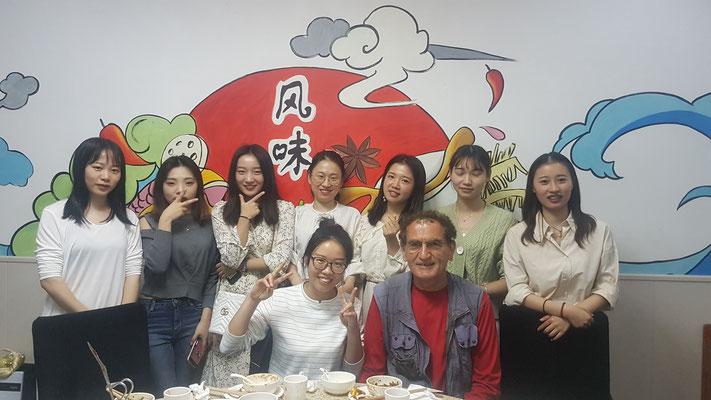 Le groupe avec les 10 jeunes infirmières après le repas