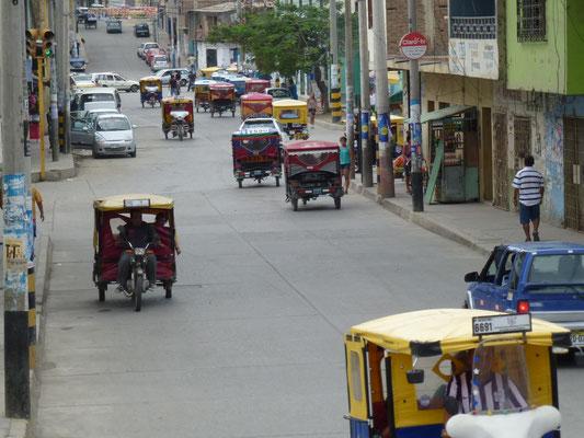 Extrême nord du Pérou, les motos taxi envahissent les rues