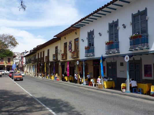 Sur la place d'une petite ville au sud de l'Equateur