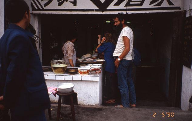 Dans un restaurant de rue