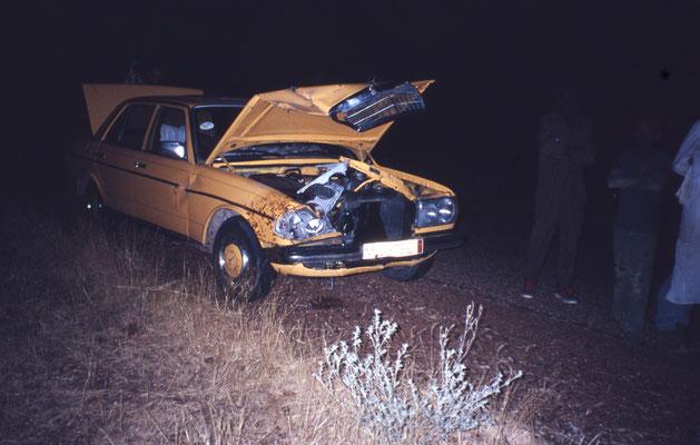 Etat de la voiture des Tunisiens après avoir buté dans un âne