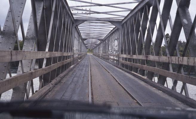 Le pont sert pour les voitures et le train
