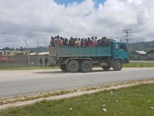 Transport de travailleurs retournant au village après la journée