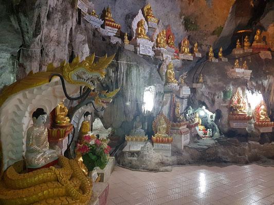 Une grotte remplie de Bouddha, - plus de mille