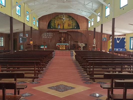 Eglise neuve entièrement construite par les fidèles du village