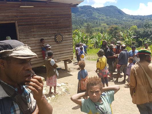 Dans le village de Oksapmin