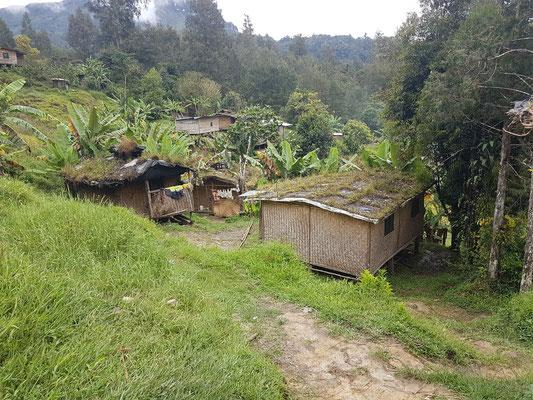 Maisons dans un village isolés