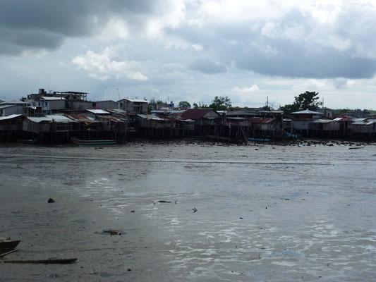 Quartier pauvre sur le port