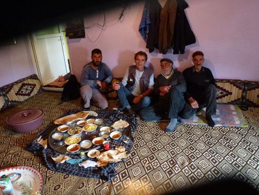 Dans une autre famille Kurde après le repas