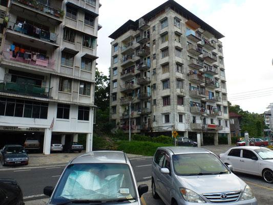 Sandakan, ma ville d arrivee. Un immeuble de la vieille ville. Plutot que de construire autour ils ont prefere reconstuire une nouvelle ville a 15 km, toute moderne et portant le meme nom