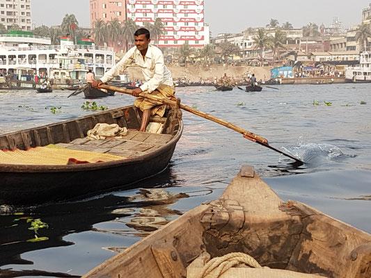 Tranversée du fleuve à Dhaka