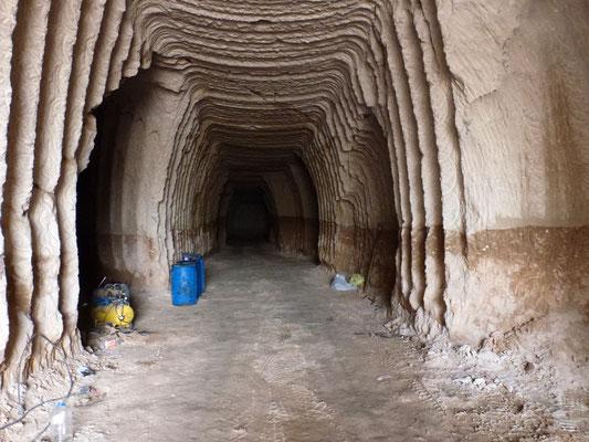 Galeries souterraines dans la montagne pour le stockage des pommes de terre