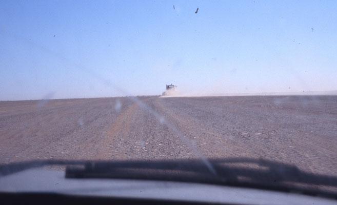 Au sud de l'Algérie, la route a disparu