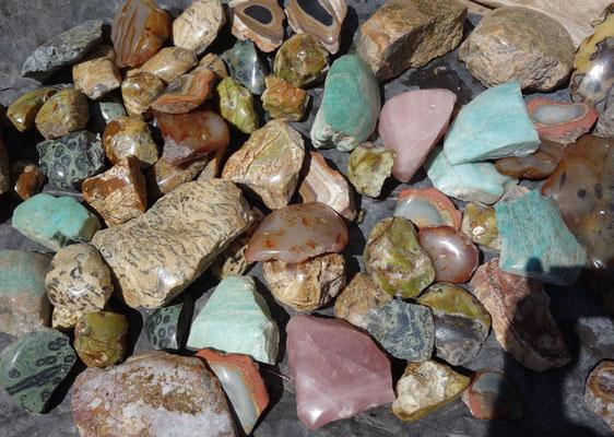 divers pierres une face polie