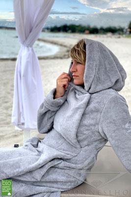 schöner warmer bequemer flauschiger Bio Bademantel mit Kapuze Luxusbademantel Bathrobe