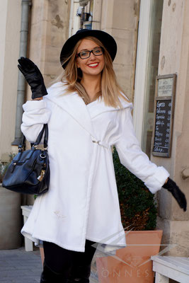 luxuriöser kurzer Bademantel mit Kapuze, Wellness Spa Saunamantel, Swing, MORGONROCK, BATHROBE, Wellness Haute Couture