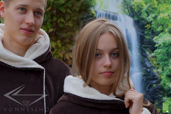 Schöner, warmer, langer Damen Bademantel mit Kapuze, Spa Wellnessmantel, elegant, Couture VONNESLHO, made in Germany
