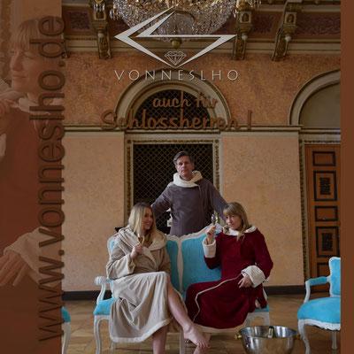 www.meinbademantel.de - auch für Schlossherren!, SCHÖNE, EDLE, EXKLUSIVE, LUXUS-WELLNESSBADEMÄNTEL MIT STIL, BADEMANTEL, MORGONROCK, BATHROBE, BADEKAPE, KYLPYTAKKI, BADROCKJ
