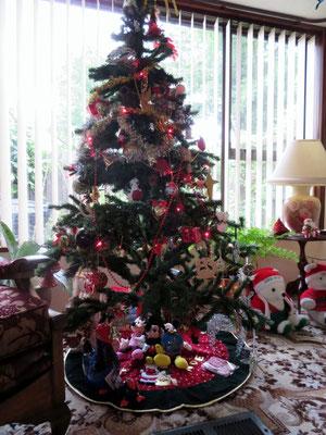 (14) リビングには時節柄クリスマスツリー。