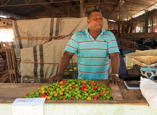 Händler auf dem wichtigsten Obst- und Gemüsemarkt in Camagüey, Kuba.