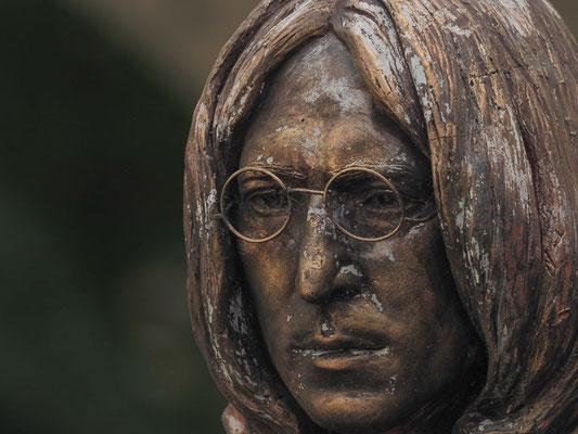 John Lennon-Büste im Park