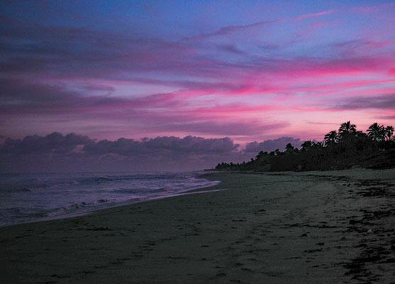 Am Strand bei Sonnenaufgang