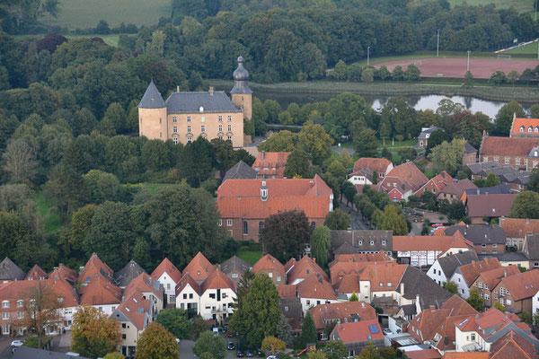 Blick aus dem Ballon auf Gemen mit der Burg