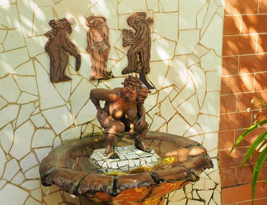 Keramik von Martha Petrona Jiménez in ihrem Atelier in Camagüey am Plaza del Carmen, wo auch einige ihrer Installationen zu sehen sind.