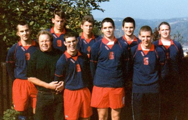 Die 1. Herren in der Saison 1996/97: v.l. Stefan Zdenek, Thomas Schuett, Jan Schriever, Nathan Gault, Ernst Englberger, Uli Sturz, Jochen Doppelhammer, Klaus Fettig, Christian König