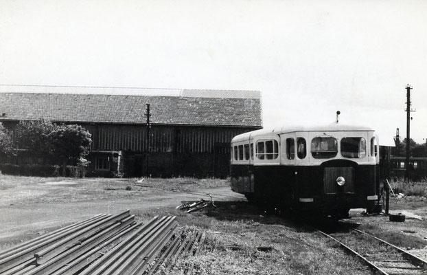 Tarn-009 : Castres-Dépôt. 2 septembre 1956. Autorail Verney SCF. Cliché Jacques Bazin