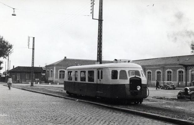 Tarn-035 : Castres-Gare. 2 septembre 1956. Autorail Billard A80D. Cliché Jacques Bazin