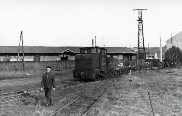 Tarn-013 : Castres-Dépôt. 29 décembre 1962. Locotracteur LT2. Cliché Jacques Bazin