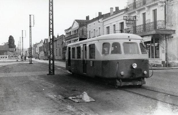 Tarn-037 : Castres-Gare. 29 décembre 1962. Autorail Billard A80D. Cliché Jacques Bazin