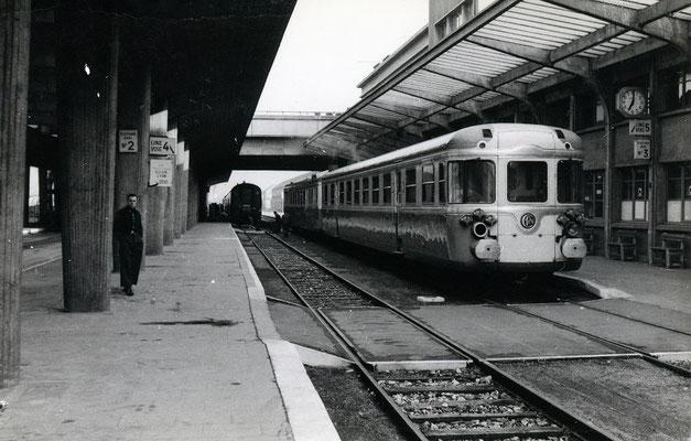 Boulogne-Maritime-023 : Rame à Grand Parcours (RGP). Train spécial pour Paris. Cliché Jacques Bazin. 4 juin 1957