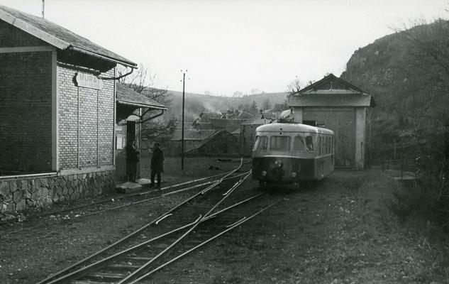 Tarn-119 : Murat-sur-Vèbre. 30 décembre 1962. Autorail Billard A80D. Cliché Jacques Bazin