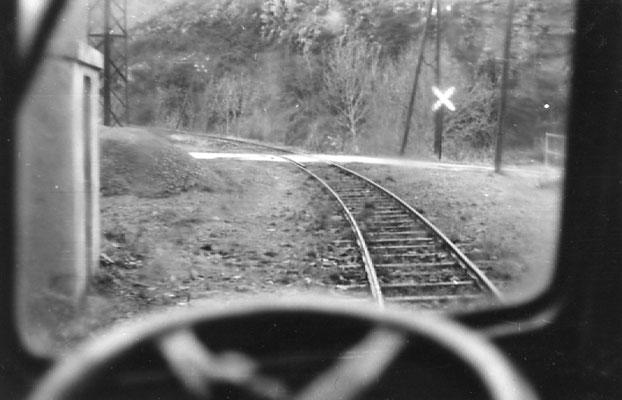 Tarn-087 : Arrêt facultatif de Caylus entre Pierre-Ségade et Lacaune. 30 décembre 1962. Cliché Jacques Bazin