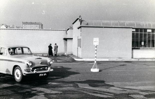 Boulogne-Maritime-007 : Le train auto-couchettes , C'est par là ! Cliché Jacques bazin. 4 juin 1957