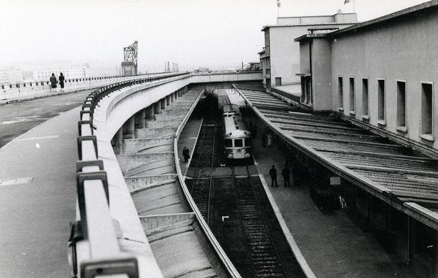 Boulogne-Maritime-024 : Rame à Grand Parcours (RGP). Train spécial pour Paris. Cliché Jacques Bazin. 4 juin 1957
