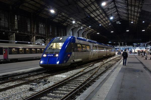 Paris-Austerlitz-30 janvier 2016. Autorail X 72529 de la ligne de Châteaudun. Cliché Pierre Bazin