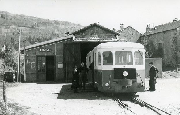Tarn-131 : Brassac. 2 mai 1958. Autorail Billard A150D6. Cliché Jacques Bazin