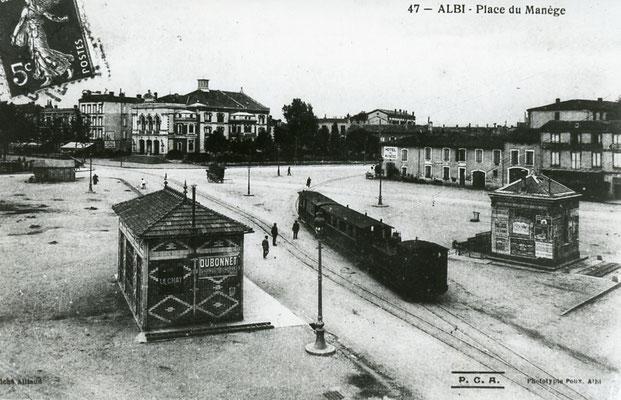 Tarn-137  : Albi - Place du Manège. Locomotive 130T