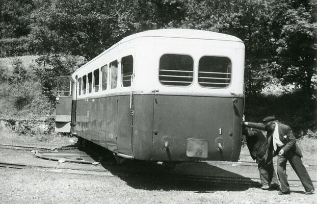 Tarn-116 : Murat-sur-Vèbre. 28 juin 1953. Autorail Verney SCF. Cliché Jacques Bazin