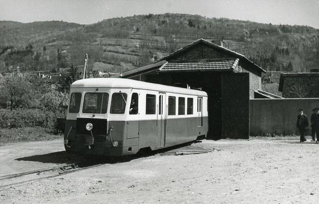Tarn-130 : Brassac. 2 mai 1958. Autorail Billard A150D6. Cliché Jacques Bazin