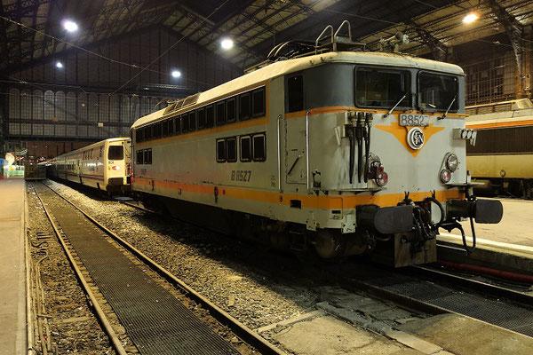 Paris-Austerlitz-12 mars 2012.Locomotive BB 8527 et rame espagnole Talgo. Cliché Pierre Bazin