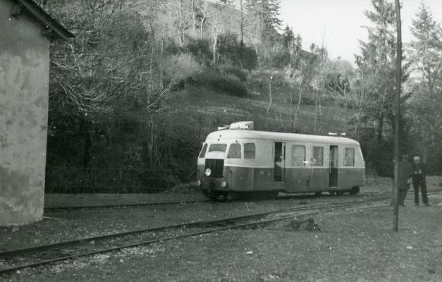 Tarn-118 : Murat-sur-Vèbre. 30 décembre 1962. Autorail Bilalrd A80D. Cliché Jacques Bazin