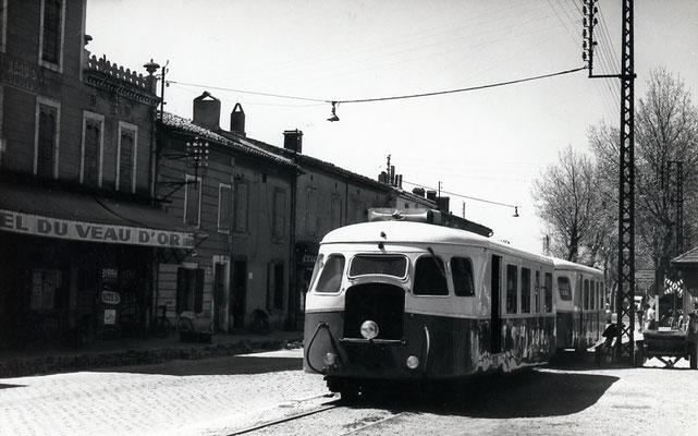 Tarn-034 : Castres-Gare. 2 mai 1958. Autorail Billard A80D. Cliché Jacques Bazin