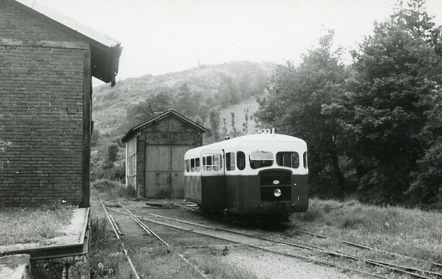 Tarn-114 : Murat-sur-Vèbre. 28 juin 1953. Autorail Verney SCF. Cliché Jacques Bazin