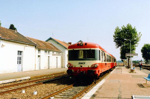 """Paray-le-Monial-009. Autorail série X 4500 """"Caravelle"""". Cliché Jacques Bazin. 9 septembre 1989"""